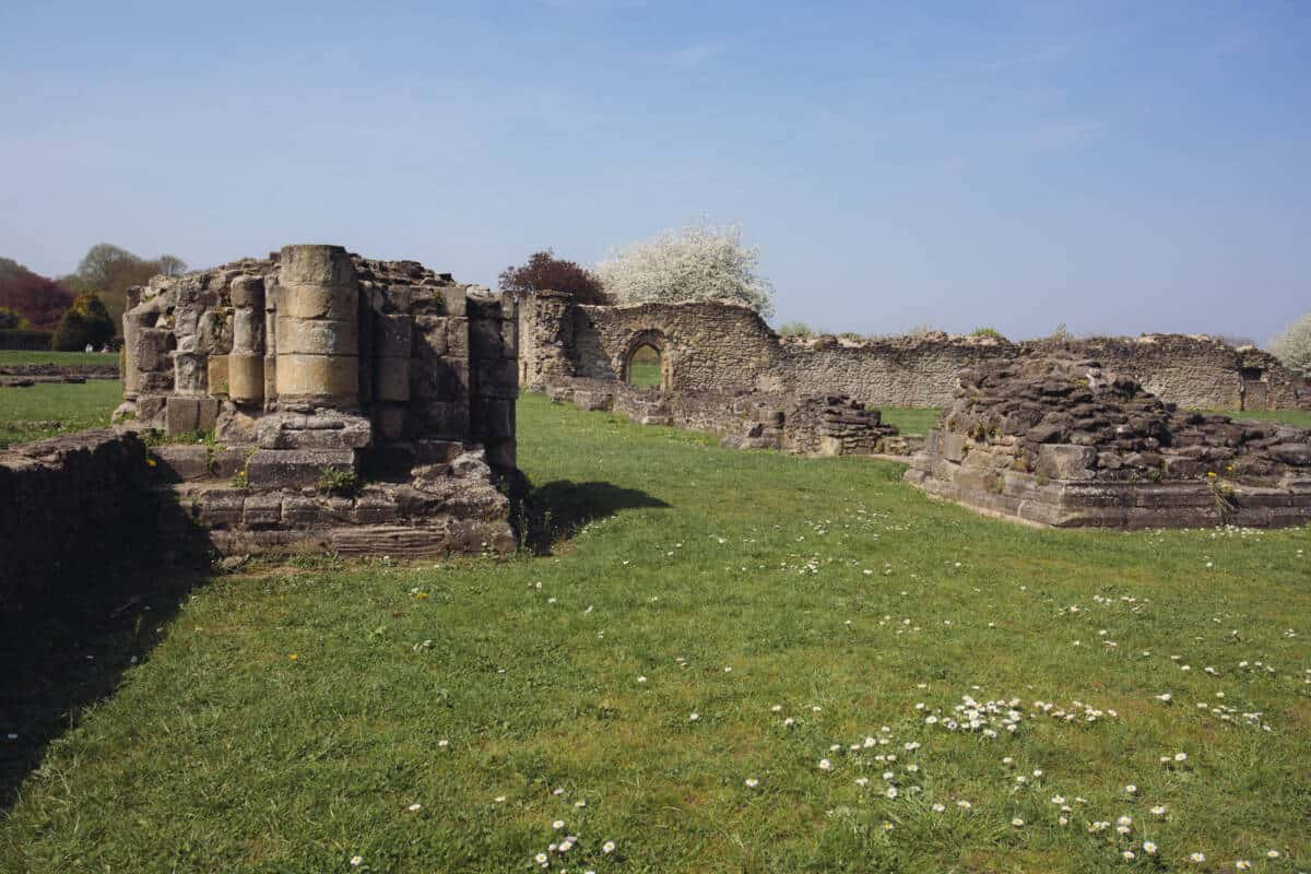 London Instagrammable Photo Spots Lesnes Abbey Ruins
